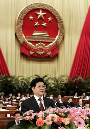 图文:王兆国作关于反分裂国家法草案的说明(4)
