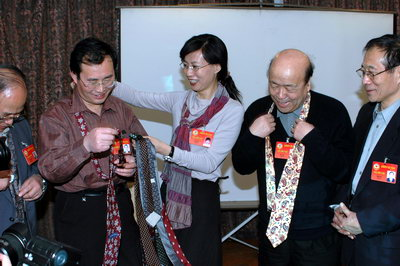 """花絮:政协委员上""""形象塑造""""课(组图)"""