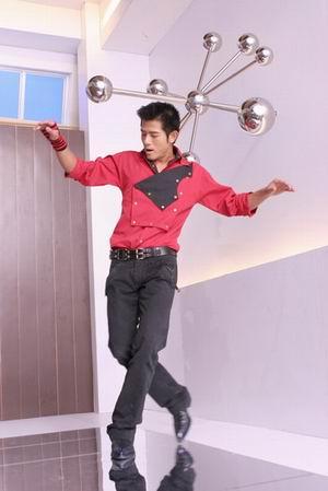 组图:郭富城学360度旋转舞 将用于5月演唱会