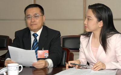 两会专访:王金山省长谈中部崛起与安徽新机遇