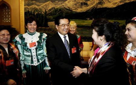 胡锦涛参加新疆代表团审议(图)