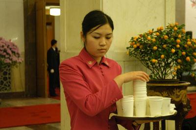 组图:大会堂的服务员