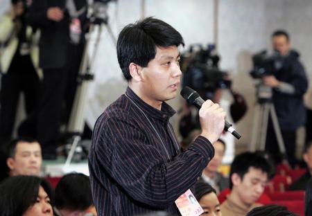 图文:十届全国人大三次会议举行记者招待会(6)