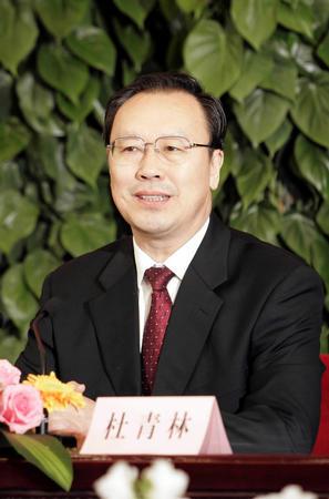 图文:杜青林在记者招待会上