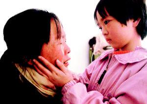 日本幼女野外高潮_幼女病母相扶六年索赔百万(图)