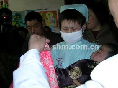 学生眼泪夺眶而出图片护士女性感初中图片