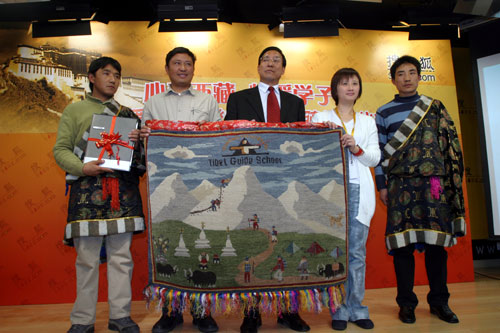 搜狐向西藏登山学校捐赠200台电脑