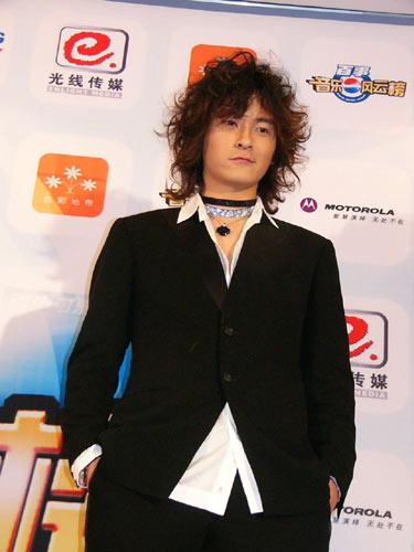 详讯:郑元畅和陆明君在后台接受媒体群访