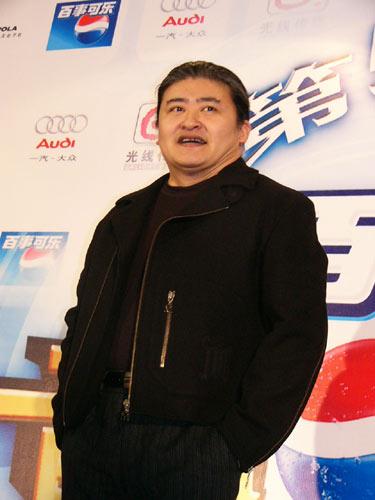 刘欢后台遭遇记者围攻 谈周杰伦爱国歌曲事件