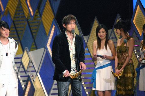 周杰伦获得最佳男歌手:谁叫我是周杰伦呢(图)