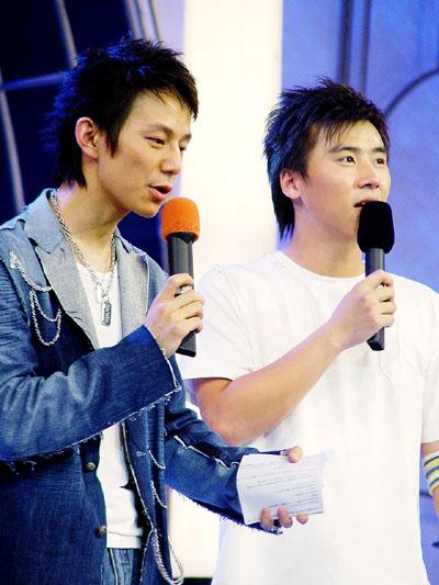2004湖南经视明星学院-主持人马可和何炅28