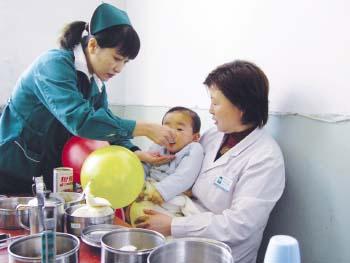3月14日本报《可怜截肢男娃竟被遗弃医院》报道