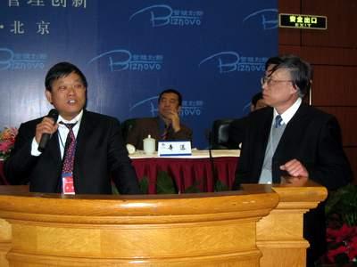 图:郑教授提问上汽集团经济运行部经理陈德美