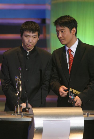 图文:颁奖现场--黎明与冯小刚颁奖