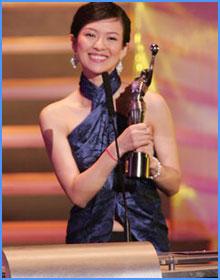 章子怡凭《2046》获最佳女主角