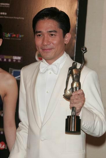 图文:第24届香港金像奖颁奖现场--梁朝伟