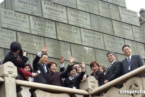 广州火车站到黄花岗_图:江丙坤到广州黄花岗七十二烈士墓前拜祭