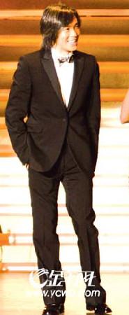 周星驰等到头发都白了,金像奖最佳导演还不是他(图)