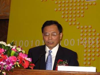 图文:信产部电信管理局副局长鲁阳