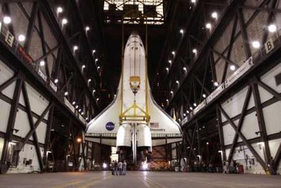 美国发现号航天飞机进入装配车间 整装待发(图)