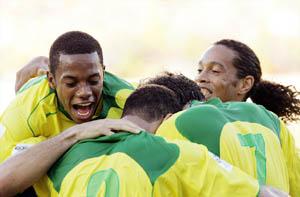 千呼万唤始出来 罗比尼奥只为巴西带来清风(图)