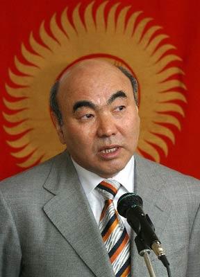 阿卡耶夫宣布5日起正式辞去吉尔吉斯斯坦总统职务(组图)