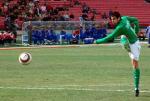 图文:北京现代4-0横扫申花 耶利奇射门瞬间