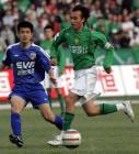 图文:北京4-0申花 杨昊奔跑庆祝