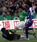 图文:北京4-0申花 北京现代队路姜