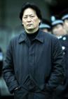 图文:北京4-0申花 朱广沪在场边观看