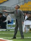 图文:北京4-0申花 申花队主教练涅波