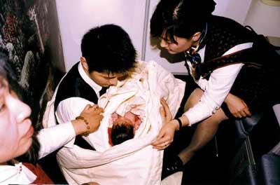 由北京飞往罗马的国航CA939航班在经过莫斯科上空时,一名孕妇乘客突然