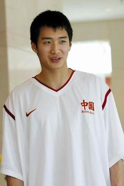 NBA掘金队抵河南 谈婚论嫁 薛玉洋通过面试