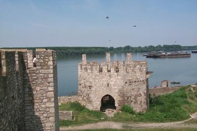 古城堡位于多瑙河岸边,风景美丽 人民网记者刘志海摄影