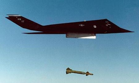 隐型战斗机(4); 陨落的夜鹰---记美军f-117隐形战斗