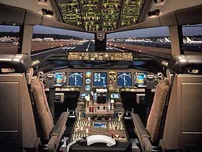 图文:波音777客机驾驶舱