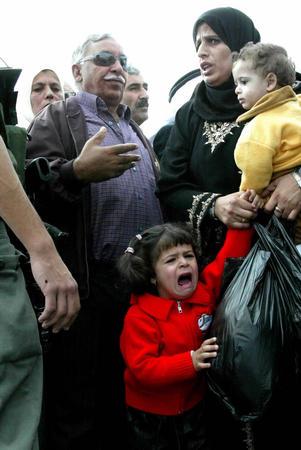 冲突 小女孩被吓哭