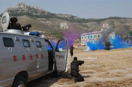 山东武警总队进行反恐怖特种战术演习图片