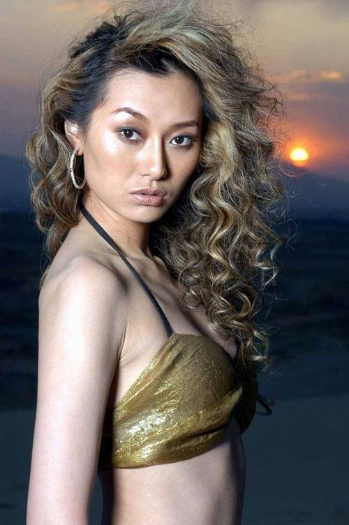图文:欧美女歌手爱戴性感造型写真