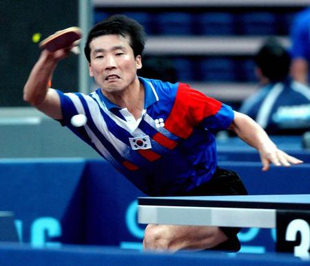 朝韩选手乒乓球男子团体赛相遇 金泽洙提拉