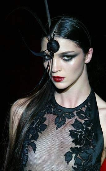 黑色:巴黎2003春夏时装展图片展示内裤透视装模特高清组图情趣内衣大全图片