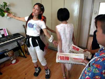 京城孤残卖唱女安童:父亲你该站出来了(组图)
