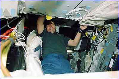 """4万磅""""哥伦比亚""""号航天飞机残骸中发现的"""