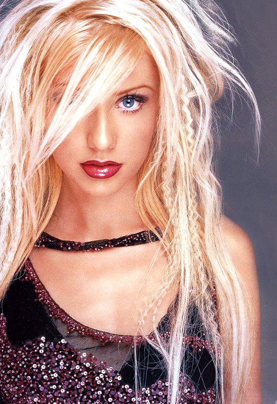 中文名:克里斯蒂娜-阿奎莱拉  英文名:Christina Maria Aguilera  出生地:美国纽约  生日:1980年12月18日  星座:射手座  姓名:克丽斯蒂娜阿奎莱拉 Christina Maria Aguilera  出生地: Staten Island, 纽约  嗜好:看电影,和朋友出去玩,唱歌,跳舞,购物,运动(特别是棒球)   影视作品:《红磨坊》   音乐作品:《Stripped》《Dirrty》《Christina Aguilera》《Just Be Free》。