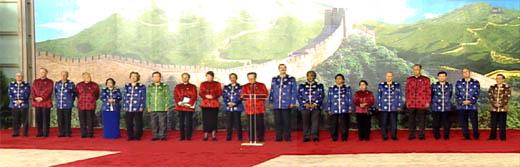 文 江泽民宣读2001年APEC领导人宣言图片