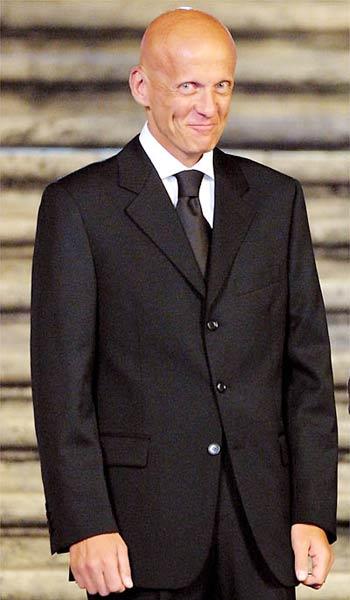 意大利著名服装设计师比亚乔蒂在世界杯结束前就邀请科利纳出席这