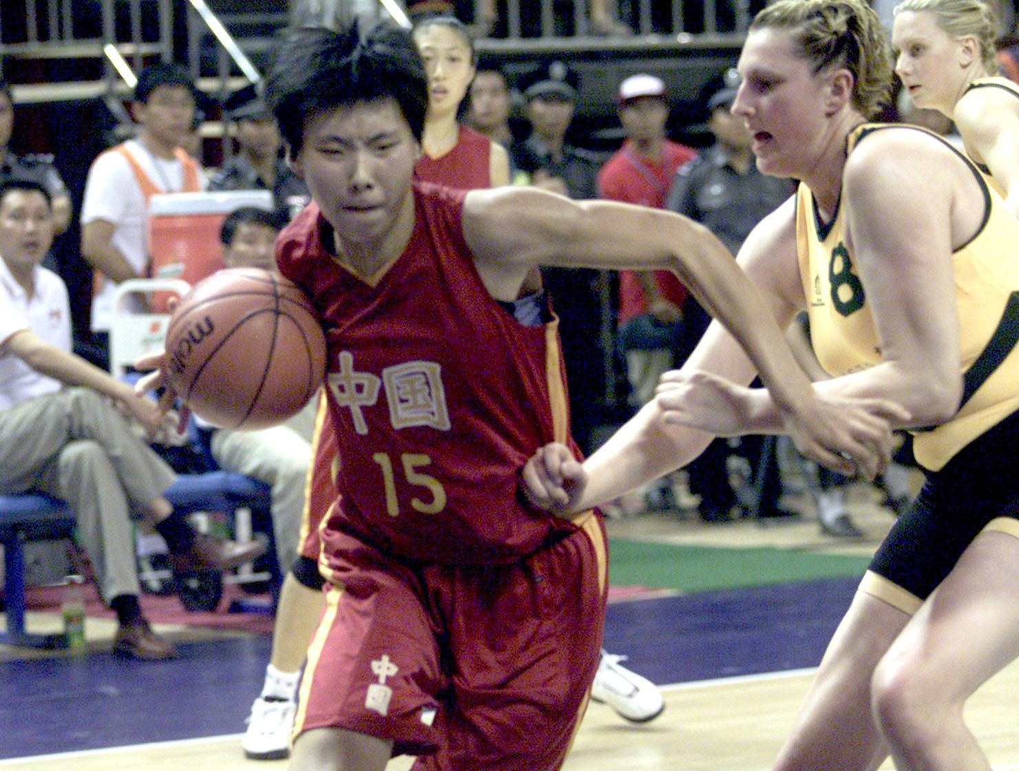 中国女篮72 101澳大利亚 陈楠带球突破