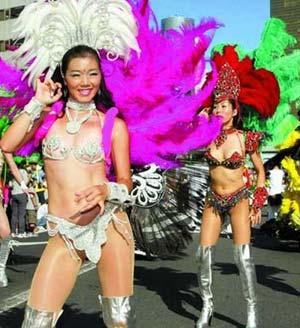组图:桑巴舞狂欢节美女三点式火辣上阵