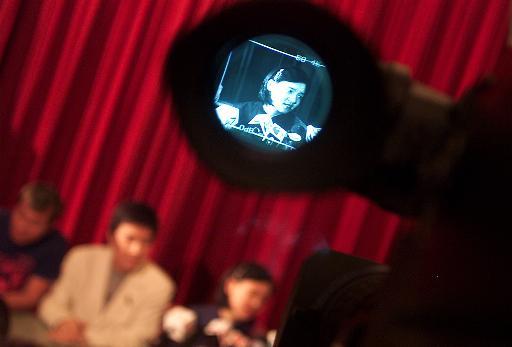 美国报纸关注璩美凤性丑闻 刊登大幅光盘翻印照片(图)