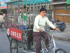 小学:v小学图文组成的接送小学生的巾帼接送车工人广州择校费2017图片